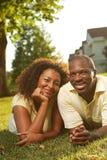 Pares felices afuera Imagen de archivo libre de regalías