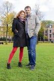 Pares felices al aire libre en amor, museo Plein, CCB de Amsterdam del otoño Imagen de archivo