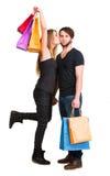 Pares felices con los bolsos de compras Imagenes de archivo