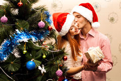 Pares felices, cristmas Fotografía de archivo libre de regalías