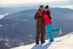 Pares felices de la snowboard Imagen de archivo libre de regalías