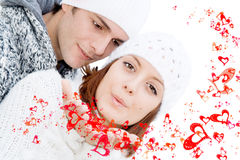 Pares felices de las tarjetas del día de San Valentín en amor fotografía de archivo libre de regalías