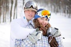 Pares felices de snowboarders Foto de archivo