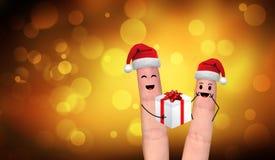Pares felices del finger en el amor que celebra Navidad Imagenes de archivo