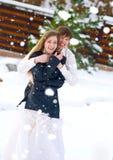 Pares felices en día de boda Foto de archivo libre de regalías