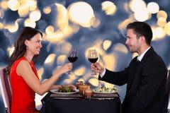 Pares felices en restaurante Foto de archivo libre de regalías