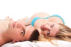 Pares felices - mujer embarazada con su marido Foto de archivo libre de regalías