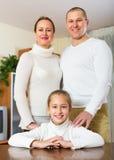 Pares felizes com filha em casa Fotos de Stock Royalty Free