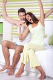 Pares felizes com teste de gravidez Fotografia de Stock Royalty Free