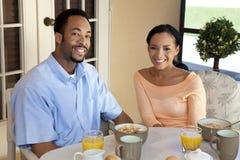 Pares felizes do americano africano que têm um B saudável Imagem de Stock Royalty Free