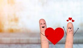 Pares felizes do dedo no amor que comemora o dia de são valentim Fotos de Stock
