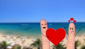 Pares felizes do dedo no amor que comemora o dia de são valentim Foto de Stock
