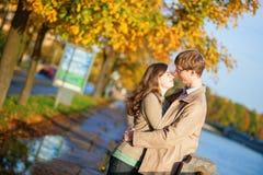 Pares felizes em StPetersburg, Rússia Imagem de Stock Royalty Free