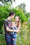 Pares felizes em uma caminhada no parque Fotografia de Stock Royalty Free