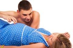 Pares felizes - mulher gravida com seu marido foto de stock royalty free