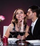 Pares felizes no restaurante foto de stock royalty free