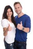 Pares felizes novos no amor com polegares acima Fotografia de Stock