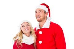 Pares festivos que sonríen y que miran para arriba Foto de archivo libre de regalías