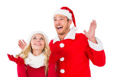 Pares festivos que sorriem e que olham acima Imagens de Stock Royalty Free