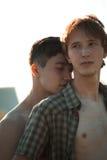 Pares gay cariñosos imagen de archivo