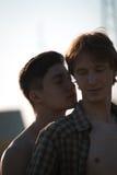 Pares gay cariñosos imagen de archivo libre de regalías
