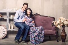 Pares grávidos Imagens de Stock