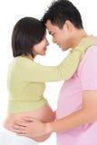 Pares grávidos do asiático cara a cara fotos de stock royalty free