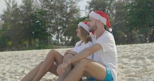 Pares hermosos de la playa de la Navidad Fotos de archivo libres de regalías