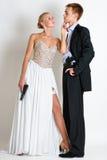 Pares hermosos del espía en vestido de noche con armas Fotografía de archivo libre de regalías