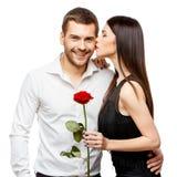 Pares hermosos jovenes con las flores aisladas en blanco Fotografía de archivo libre de regalías