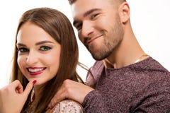 Pares hermosos jovenes felices de la moda Foto de archivo libre de regalías