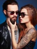 Pares hermosos preciosos en gafas de sol Imagen de archivo libre de regalías
