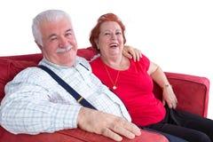Pares idosos relaxado alegres imagens de stock