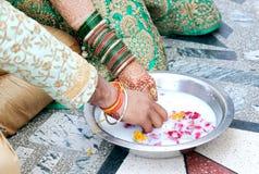 Pares indianos que jogam o jogo de Ring Fishing Imagem de Stock Royalty Free