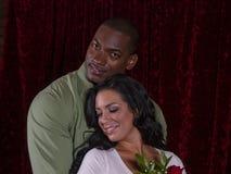Pares interraciales en amor foto de archivo libre de regalías