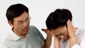 Pares irritados que enfrentam dificuldades da relação video estoque