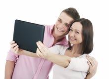 Pares jovenes atractivos que toman un selfie junto Imagen de archivo libre de regalías