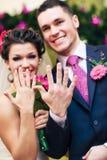 Pares jovenes de la boda Imagen de archivo