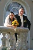 Pares jovenes de la boda Foto de archivo