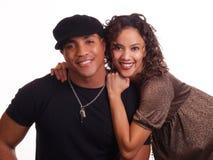 Pares jovenes de la mujer del hombre negro y el hispanico Foto de archivo