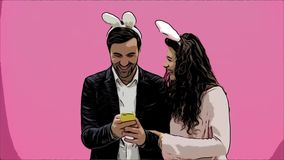 Pares jovenes de los amantes en fondo rosado Con los oídos voraces en la cabeza Durante esta foto de Pascua, hice sephi en mi