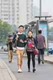 Pares jovenes de moda alegres, Pekín, China Fotografía de archivo