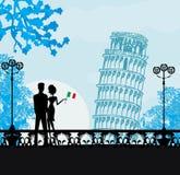 Pares jovenes de turistas en Pisa Imagen de archivo