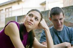 Pares jovenes después que tienen un conflicto Foto de archivo libre de regalías