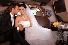 Pares jovenes el boda-día Imagenes de archivo