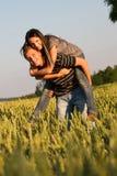 Pares jovenes en amor Fotografía de archivo libre de regalías