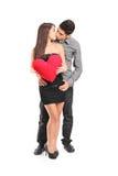 Pares jovenes en besarse del amor Imagen de archivo