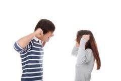 Pares jovenes en conflicto imagen de archivo libre de regalías