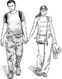 Pares jovenes en el paseo Imagen de archivo libre de regalías