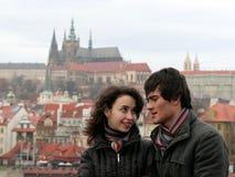 Pares jovenes en Praga Imagen de archivo